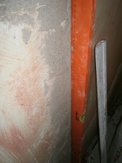 Фото. Выравнивание стен в плоскость. Штукатурка стен по уровню.