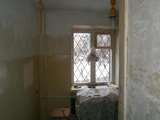Фото. Подготовка стен к шпатлевке и штукатурке. Можно ли наносить раствор на масляную краску.