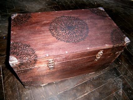 Художественная роспись старой деревянной мебели. Закажи роспись мебели у нас!