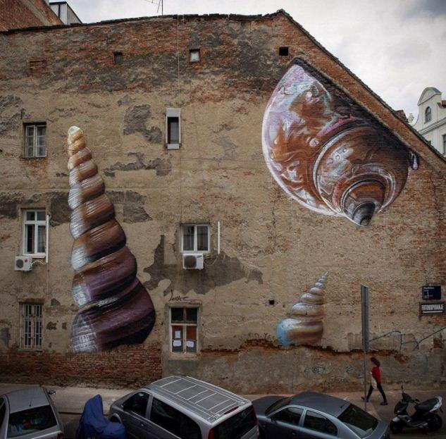 Мурал «Xenophora» был нарисован в 2015 году, в Загребе. Его создал хорватский художник Lonac.