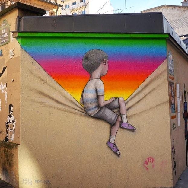 На фото мурал нарисованный в Париже. Его нарисовал французский стрит-арт художник SETH Globepainter