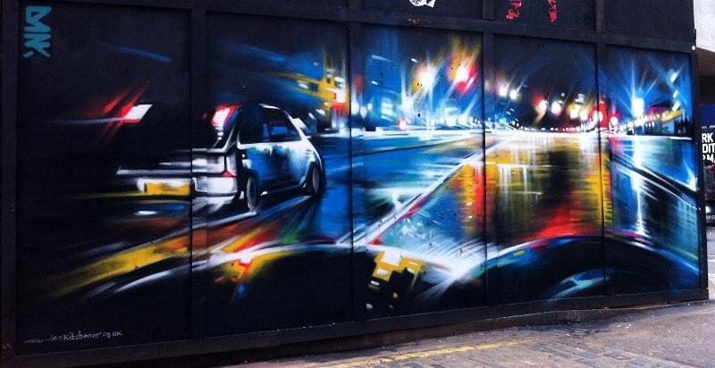 На фото мурал «Night City» нарисованный в Лондоне. Его нарисовал британский стрит-арт художник DANK.