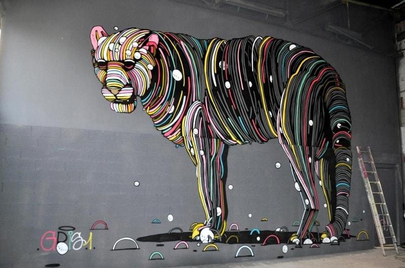 На фото мурал нарисованный в 2015 году в Тулузе. Его нарисовал французский стрит-арт художник Gris1.