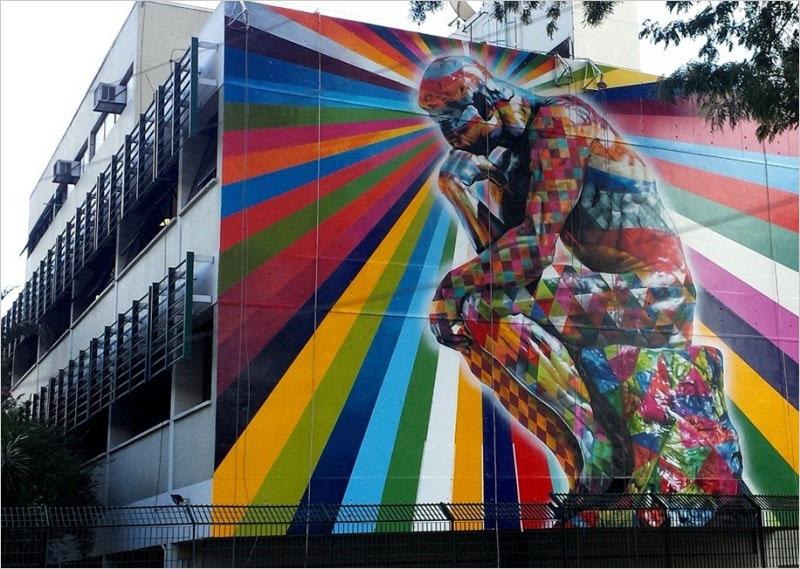 Мурал «O Pensador» нарисовал в 2014 году в Сан-Паулу бразильский стрит-арт художник Eduardo Kobra.
