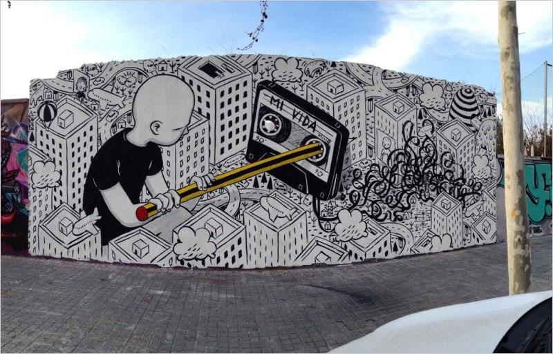 На фото мурал «Mi vida» нарисованный в 2015 году в Барселоне итальянским стрит-арт художником Millo