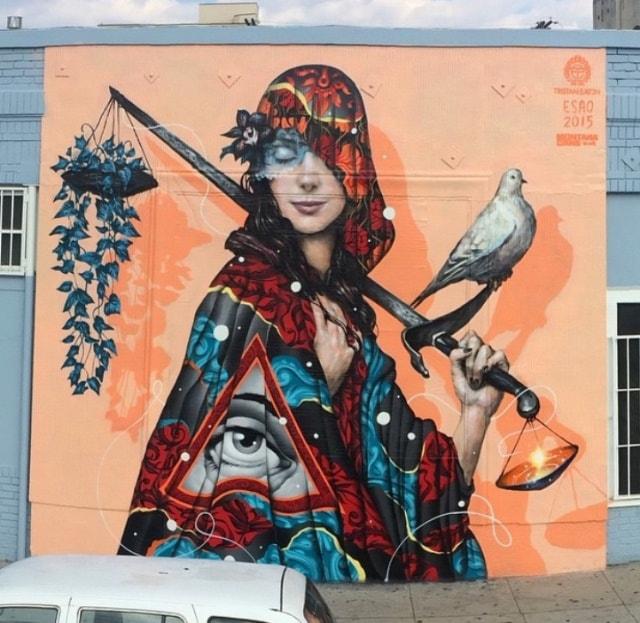 Мурал нарисован в Лос-Анджелесе Его нарисовали 2 американских художника Tristan Eaton и Esao Andrews