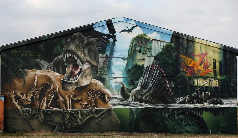 Мурал «Jurassic Park» нарисованный в Берлине. Его нарисовала  немецкая стрит-арт художница MadC.