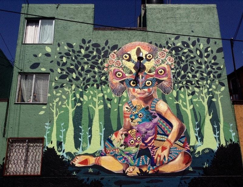 На фото мурал нарисованный в 2015 году в Мехико. Его нарисовал колумбийский стрит-арт художник GLeo.