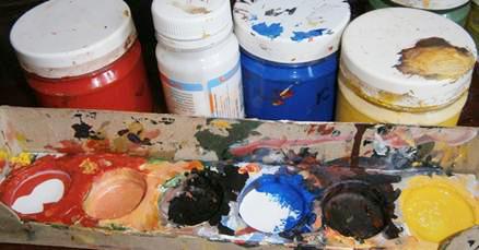 Какие краски можно выбрать чтобы лучше разрисовать футболку своими руками, в домашних условиях? Подойдет акриловая краска.