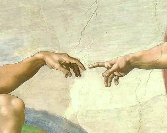 Руки фрагмент картины Сотворение Адама Микеланджело Буонарроти. Фото. Сикстинская капелла.