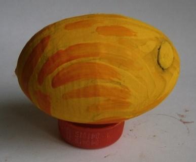 Деревянное яйцо. Как украсить пасхальное яйцо своими руками фото. Как красить яйца. Пасхальное цветное яйцо.