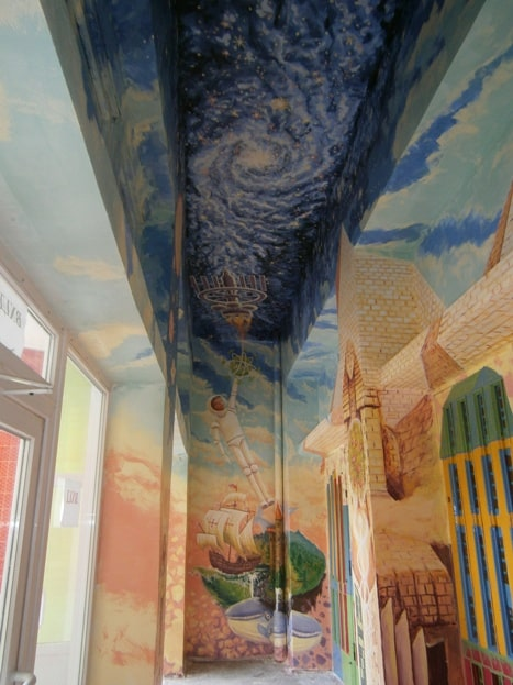 Красивая роспись стен и потолков в интерьере.