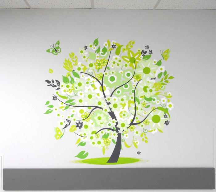 Роспись стен «Дерево». Зеленый дизайн. Фото.