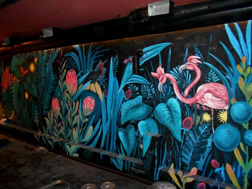 Цветочная роспись стен. Яркий декор.