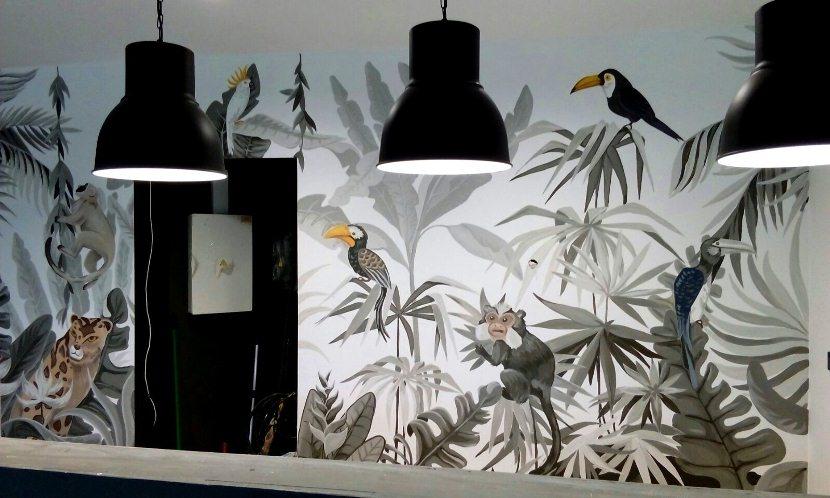 Роспись стен, джунгли, птицы, животные.