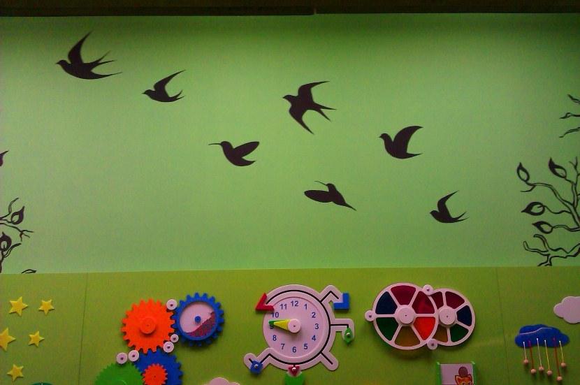 Оформление детских рисунков на стене, рисунки на стенах садиков.