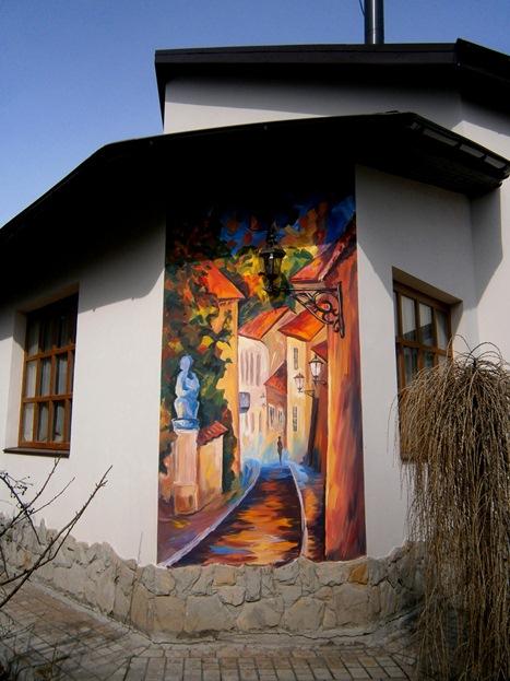 Художественная роспись стен. Домики.