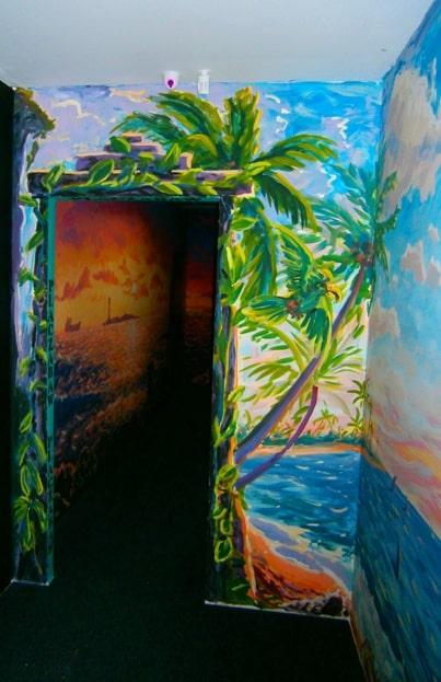 Профессиональная декоративная роспись стен в интерьере.
